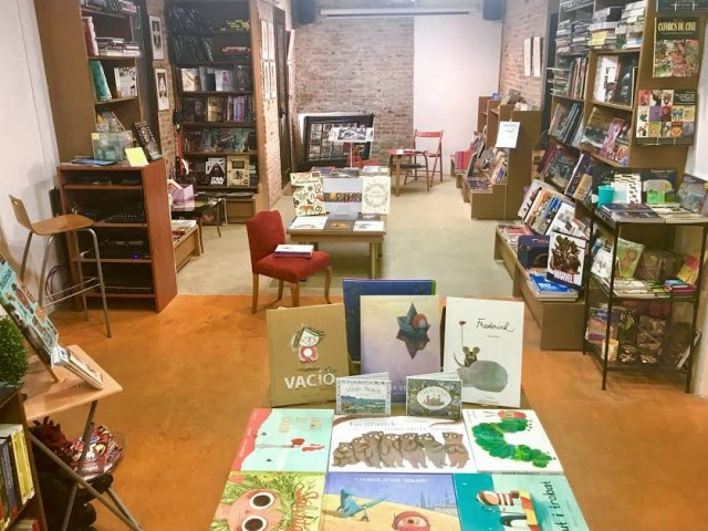 llibreria pano interior mirant infantil